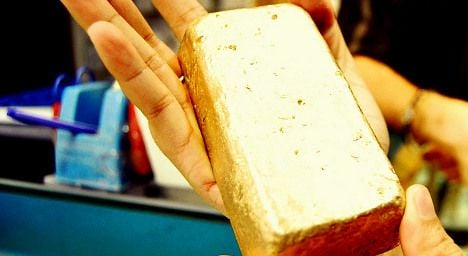 Workers find gold bars in Swiss bushes