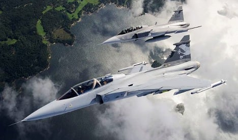 Swiss go ahead with jet fighter deal