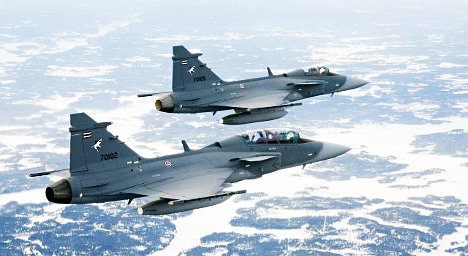 Swiss to stick with under fire Swedish jets