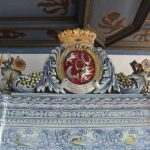 """""""A blue-and-white tiled stove bearing an impressive coat of arms.""""Photo: Nobilis Estate AG"""