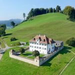 """Property firm Nobilis Estate describes Castelen Castle as """"a magnificent whitewashed stately home built in the early Baroque style.""""Photo: Nobilis Estate AG"""