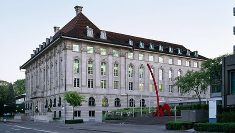 Swiss Re outpaces forecasts with profit rise