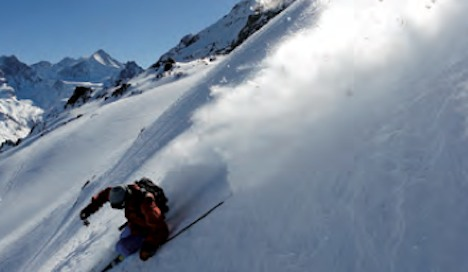 Search resumes for skier lost in Valais avalanche
