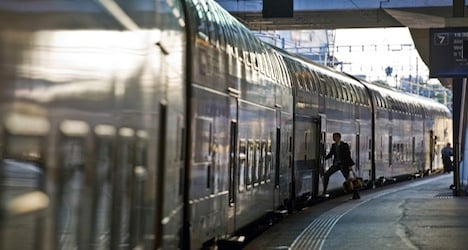 Federal Railways guides commuters to seats
