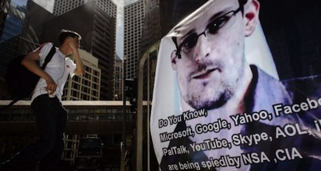 Snowden trashes 'racist Swiss' on chat site