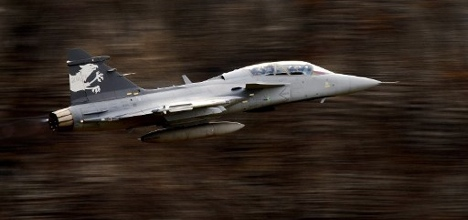 Swiss remain against Gripen fighter jets: poll