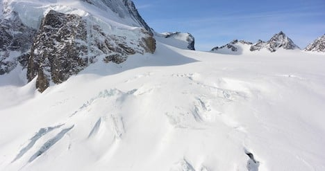 Mountain guide dies from fall in Alpine crevasse