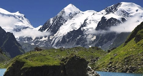 Body of wingsuit flyer recovered from glacier