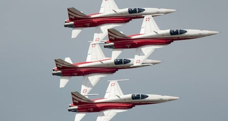 Air show draws large crowds to Payerne