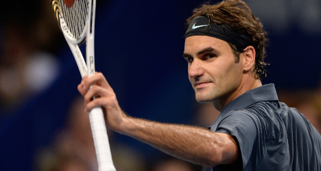 Federer reaches quarters in hometown event