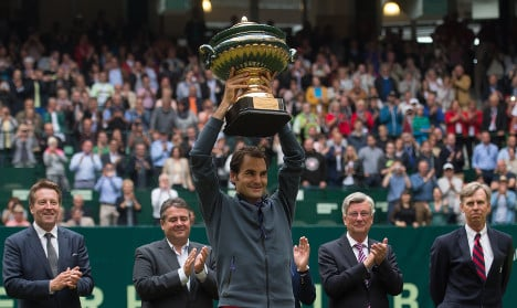 Federer eases through to eighth Halle tennis title