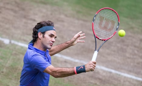Federer powers through to tenth Halle final