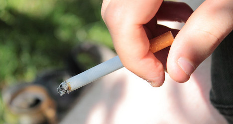 Government pushes for 'balanced' smoking law