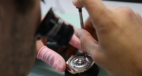 Swiss watch exports continue to decline