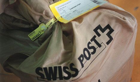 Swiss Post moves to accept debit cards – sometimes
