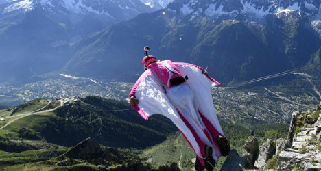 Italian basejumper 'live streamed own death'