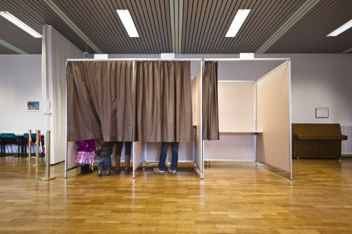 Swiss may vote again on restricting immigration