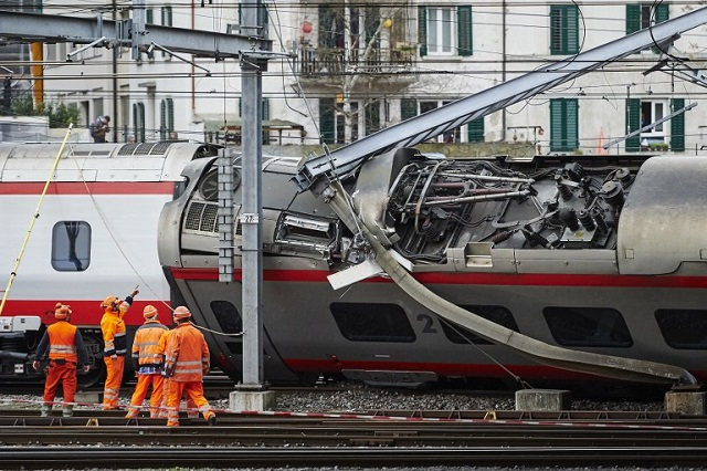 Seven injured after train from Italy derails in Switzerland
