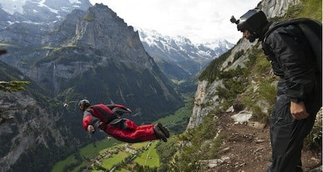 Lauterbrunnen basejumper saved in nighttime operation