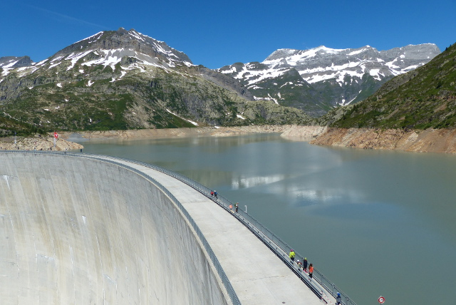 Poll shows Swiss people support government's energy strategy