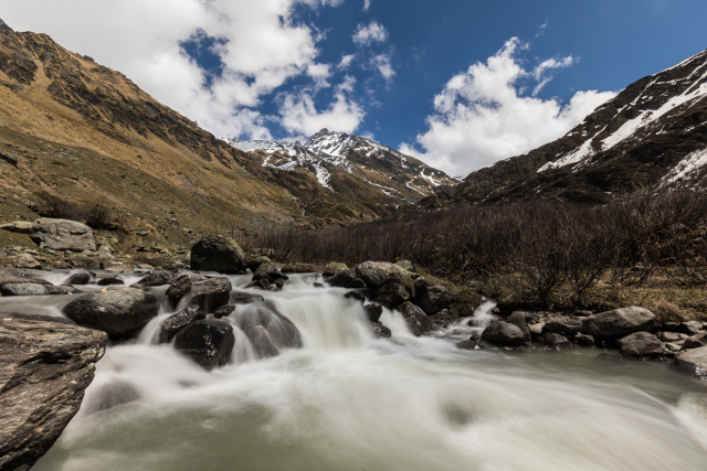 Swiss scientists: climate change raises CO2 emissions from alpine streams