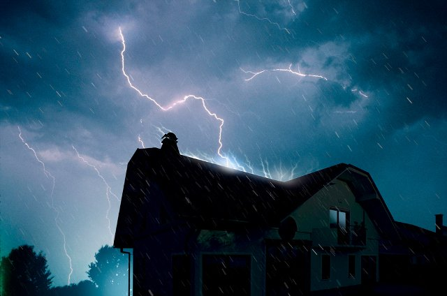 Two homes hit by lightning during Fribourg storm