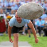 Competitors throw the Unspunnen stone, which weighs 83.5kg.Photo: Photo: Andy Mettler/Swiss-image.ch