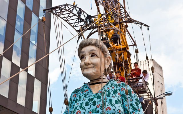 Eight-metre giant marionettes on parade in Geneva