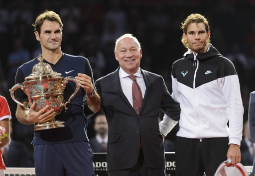 Federer returns home in campaign to win back number one spot