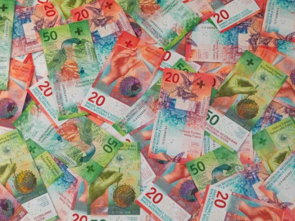 Ticino proposes potential new minimum wage – but is it enough?