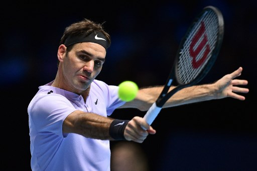 Federer reaches semifinals in London and becomes world's highest earning athlete