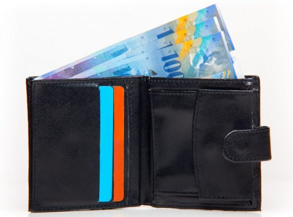 Man finds wallet with all its cash ten years after losing it