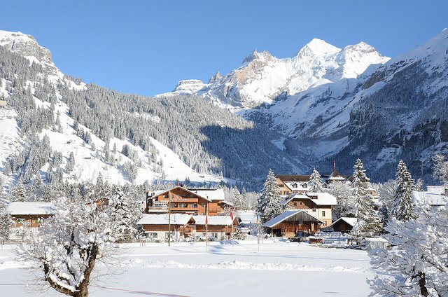 One dead after avalanche hits Kandersteg snowshoe hikers