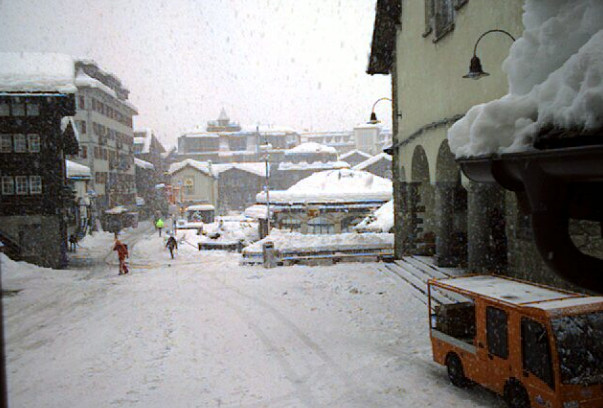 13,000 tourists stranded in Zermatt, village cut off as avalanche risk raised to max