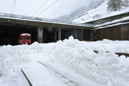 IN PICS: Swiss ski resorts deal with aftermath of heavy snow