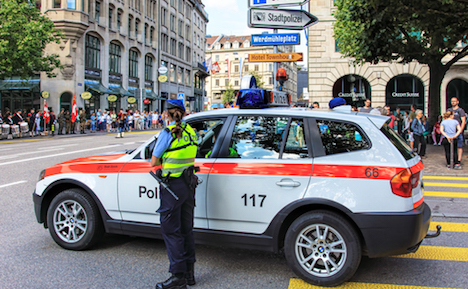Zurich cops become midwives in dramatic mid-road birth