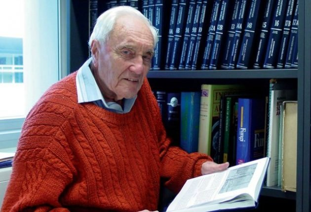 Australia scientist, 104, heads to Switzerland for assisted death