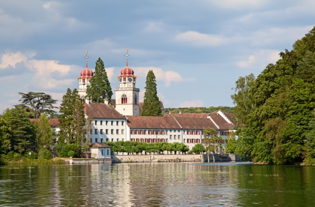 Swiss town set for universal basic income experiment