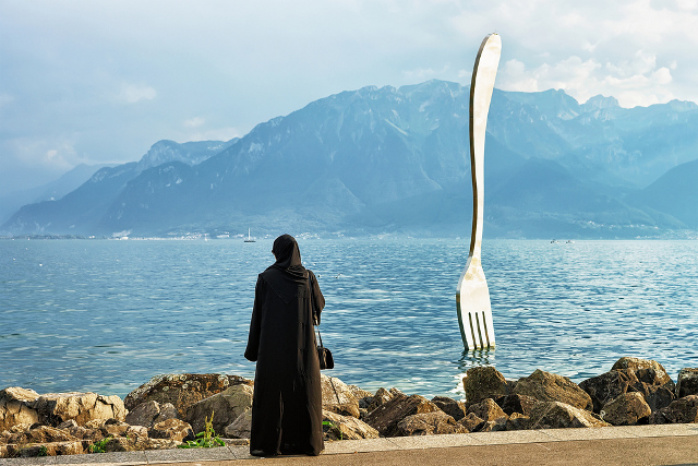 Swiss government outlines counterproposal to burqa ban
