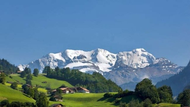 Four injured in Swiss cable car accident