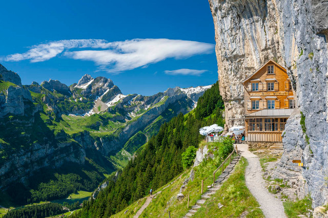Wanted: Restaurant managers for 'most beautiful' place in world