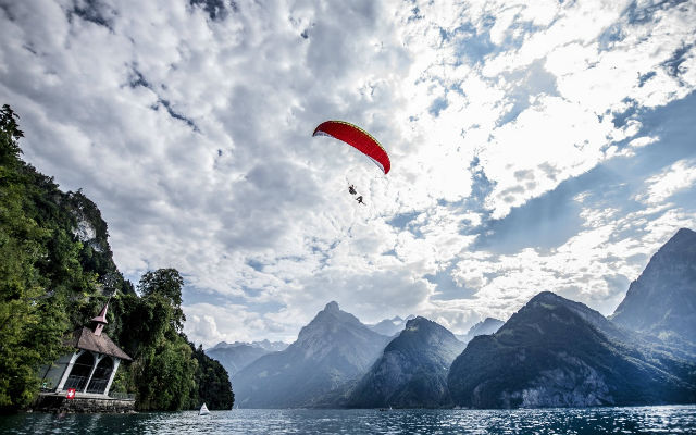 Paraglider jumps into Lake Lucerne (and injures himself) ahead of Red Bull Cliff Diving World Series Swiss event
