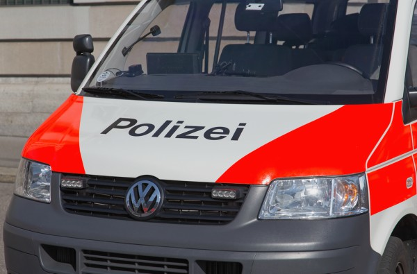 Calls for Zurich police to get bodycams after hooligans attack officers