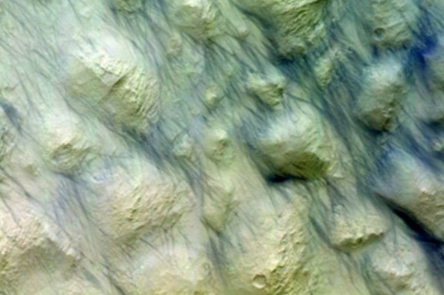 Swiss-built space camera captures aftermath of huge dust storm on Mars