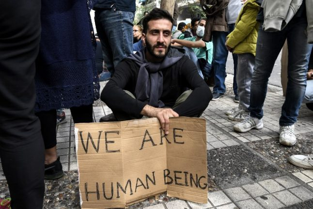 Swiss backtrack on support for UN migration pact