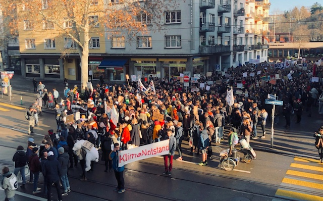 Thousands of Swiss students protest against climate inaction