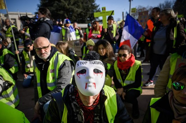 'Yellow vest' protesters stage peaceful demo in Geneva