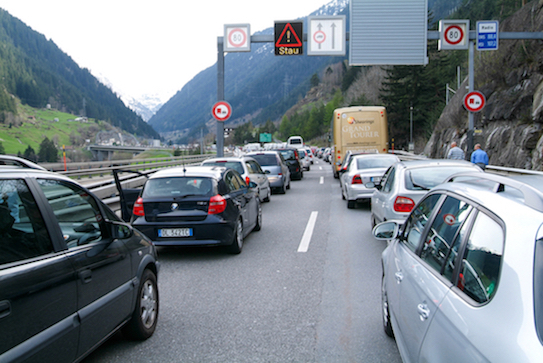 Over an hour wait in Gotthard Tunnel for holiday weekend