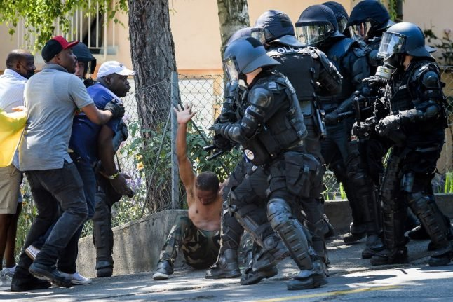 Geneva journalist attack: Cameroon president's security staff arrested
