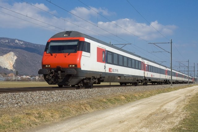 SBB finds problems with Swiss train doors after deadly accident